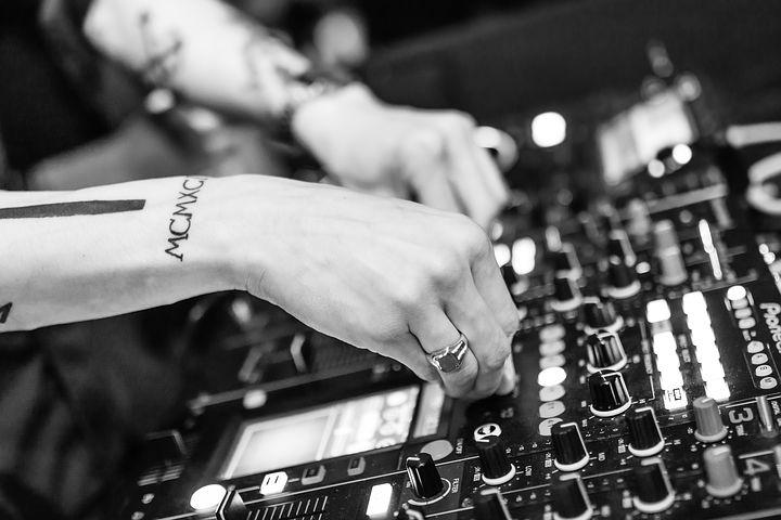 DJ 's